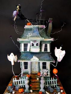 I love this Halloween Haunted House Cake