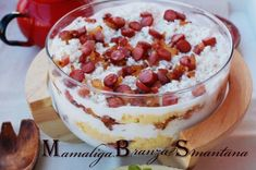 M.B.S. = mamaliga cu branza si smantana Bean Recipes, My Recipes, Cookie Recipes, Favorite Recipes, Romanian Food, Romanian Recipes, Tasty, Yummy Food, Foods To Eat