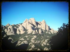 """Desde hace siglos la montaña de Montserrat en Barcelona se ha ganado el sobrenombre de """"mágica"""" por varios sucesos."""