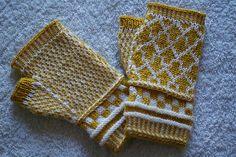 Ravelry: Arrow Fingerless Mitts pattern by Hiromi Sakurai fingering 130m free download