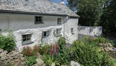 Sweetpea Cottage is a luxury cottage near Crantock beach, Cornwall