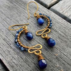 like the shape of the wire...lapis & gold