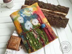 Buchhülle gefilzt Art-Textil FebruarKonfetti von Filzaccessoires und andere Geschenkideen auf DaWanda.com