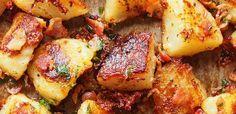 Ropogósra sült újkrumpli fokhagymával és parmezánnal: pirított bacon koronázza meg Bacon, Chicken Wings, Nutella, Potatoes, Meat, Vegetables, Recipes, Food, Potato