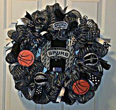 Large Spurs wreath w/black curlys