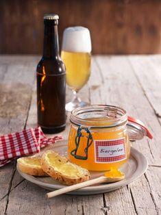Ungewöhnliches herb-süßes Gelee für Bierliebhaber - toll zu Käse, Frikadellen oder einfach als Brotaufstrich.