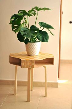 Combine four Knuff files to make a wonderfully stylish tabletop.