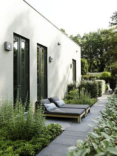 Garden Notes for a minimalist, nordic garden / garden notes – for a minimalist garden design – DESIGNSETTER – Design Lifestyle and Interior Design Magazine The Effective Pictures We Offer … Outdoor Areas, Outdoor Rooms, Outdoor Living, Outdoor Furniture, Interior Design Magazine, Minimalist Garden, Modern Minimalist, Design Exterior, Design Jardin