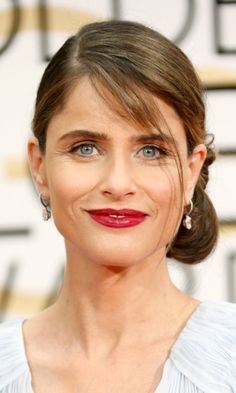 Amanda Peet  If there's one way to make blue eyes pop, it's to contrast them with bold lips like Amanda does here. Photo: © Getty Images
