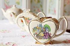 ♥•✿•♥•✿ڿڰۣ•♥•✿•♥  Vintage teapot  ♥•✿•♥•✿ڿڰۣ•♥•✿•♥