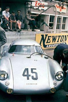 Le Mans 1953. 45: 550 Coupé mit Richard v. Franenberg und Paul Frére, Sieger in Klasse Sportwagen bis 1500 ccm