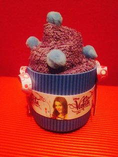 Cupcakes para cotillón hechos en toalla y del motivo de la fiesta