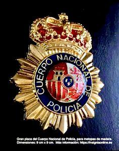 Gran placa del Cuerpo Nacional de Policía Funny Dancing Gif, Police Badges, Dance Humor, State, Sheriff, World, Frases, National Police, Military Insignia