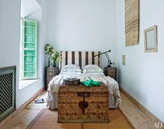 century riad (courtyard house) that belonged to Chile's most celebrated realist painter, Claudio Bravo - Architectural Digest (May 2015 Issue) Claudio Bravo, Next Bedroom, Dream Bedroom, Master Bedroom, Moroccan Bedroom, Moroccan Interiors, Moroccan Design, Moroccan Style, Moroccan Wedding