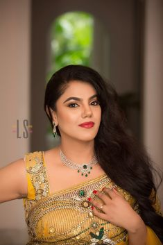 Tanishq Queen of Hearts - Diamond Jewellery Collections Beautiful Women Over 40, Beautiful Girl Photo, Beautiful Girl Indian, Most Beautiful Indian Actress, Beautiful Gorgeous, Beautiful Saree, Beautiful People, Cute Beauty, Beauty Full Girl