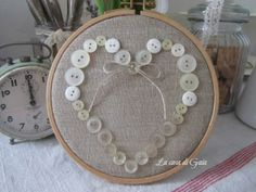 La casa di Gaia: Un cuore di bottoni... Hand Embroidery Videos, Embroidery Hoop Crafts, Silk Ribbon Embroidery, Embroidery Art, Embroidery Designs, Button Art, Button Crafts, Little Nice Things, Craft Room Decor