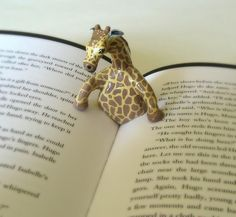 Giraffe page holder....want!