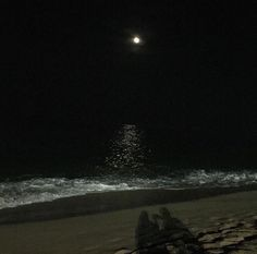 Dark, night, and aesthetic image Night Aesthetic, Beach Aesthetic, Aesthetic Black, Foto Piercing, Color Composition, Dark Feeds, Photos Bff, Beach At Night, Night Vibes
