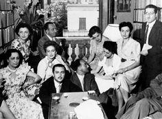 1949, alcuni Amici della domenica, tra cui Maria Bellonci, Alba De Céspedes, Aldo Palazzeschi, Anna Proclemer, Ennio Flaiano, in casa Bellonci.