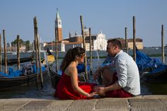 VENICE VACATION PHOTOGRAPHER Couple photography session during a walking tour and gondola ride