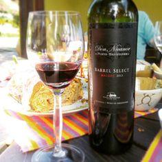 Don Nicanor Barrel Select Malbec 2013. Um belo Malbec. Jovem, denso e muito rubi na taça. Bonito. Os aromas de frutas vermelhas se fundem com pimenta preta. Na boca encorpado e persistente. Taninos presentes e elegantes. Um bom vinho.  Conheça www.vivaovinho.com.br #vinho #vivaovinho #winelovers #dicasdevinhos #wine #winetasting #vinicola #winery #adega #degustação #winetips #fotooficialvov #argentina #vinhoargentino #malbec