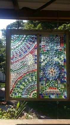 Old window projects Mosaic Diy, Mosaic Garden, Mosaic Crafts, Mosaic Projects, Stained Glass Projects, Gem Crafts, Garden Crafts, Decor Crafts, Sea Glass Mosaic