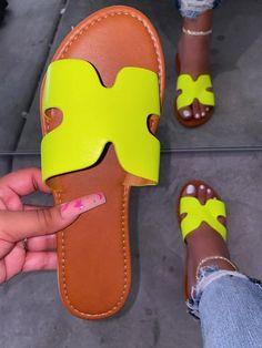 Shop Official Bee: The Latest Shoe Trends Neon Sandals, Shoes Flats Sandals, Cute Sandals, Black Sandals, Leather Sandals, Trendy Sandals, Cute Slides, Sneakers Fashion, Fashion Sandals