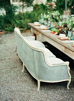 Vintage Sofa Dining Al Fresco Outdoor Rooms, Outdoor Dining, Outdoor Decor, Outdoor Seating, Reception Seating, Dining Table, Wedding Seating, Wood Table, Outdoor Sofa