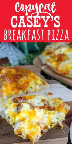 Casey's Breakfast Pizza is an Iowa staple. Every time I go home - I make sure to stop at least once for a slice or two! I couldn't wait to make my own copycat version and serve it to friends and family! It's a family favorite! How To Make Breakfast, Breakfast Time, Breakfast Dishes, Breakfast Casserole, Breakfast Ideas, Sausage Gravy Breakfast Pizza Recipe, Figs Breakfast, Mexican Breakfast, Caseys Breakfast Pizza