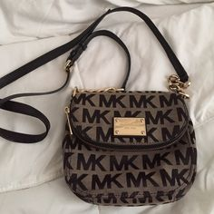 Michaels Kors Jet Set Crossbody Michael Kors Crossbody. Gently used. Everything is good but a dye stain on back. Leather straps and lining inside purse. Authentic. Accepting offers. Michael Kors Bags Crossbody Bags