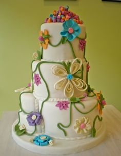 Beautiful wedding cake for spring