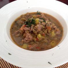 Aprende a preparar lentejas colombianas con carne molida  con esta rica y fácil receta.  En esta receta traemos la preparación típica de las lentejas colombianas, en...