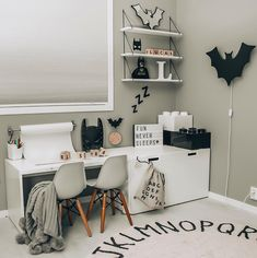 Pars Zimmer Batman monochromatic kidsroom How To Choose The Best Knife Set Article Body: Knives are