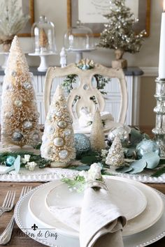 This soft and wintery Christmas table is a vision of silver and white with touches of French blue. Perfect for a casual chic holiday celebration! The Best Of Christmas, Blue Christmas, Simple Christmas, Christmas Decor, Merry Christmas, Christmas Displays, Christmas Time, Christmas Ideas, Christmas Table Settings