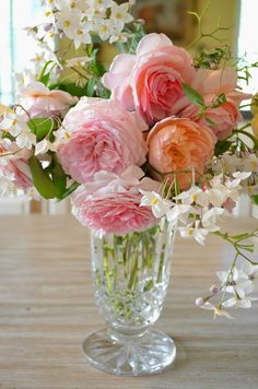 7 Good Tips: Glass Vases Nail Polish tall vases inspiration.Vases Fillers Styrofoam Ball vases decoration tips. Vase Arrangements, Beautiful Flower Arrangements, Vase Centerpieces, Vases Decor, Beautiful Flowers, Rose Vase, Flower Vases, Table Flowers, Vase Transparent