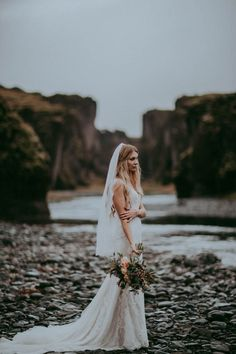 Elegant winter bridal style | Image by Tricia Victoria Photography