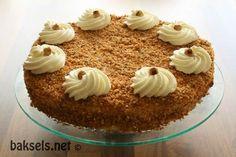 baksels.net   Hazelnootschuimtaart met mokka-hazelnootcrème: http://www.baksels.net/post/2014/09/17/Hazelnootschuimtaart_mokka_hazelnootcreme.aspx