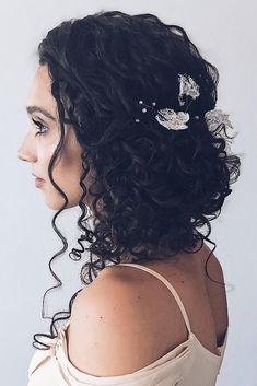 Wedding Hairstyles for Curly Haired Beauties_Loose Updo Wedding Bun Hairstyles, Curly Wedding Hair, Wedding Hair Down, Wedding Hair Flowers, Loose Hairstyles, Pretty Hairstyles, Straight Hairstyles, Medium Hair Styles, Curly Hair Styles