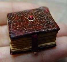 Red Web Spell Book..erickav.com evminiatures Haunted Dollhouse, Haunted Dolls, Dollhouse Dolls, Halloween Miniatures, Clay Miniatures, Dollhouse Miniatures, Cigar Box Diy, Diy Box, Harry Potter Dolls