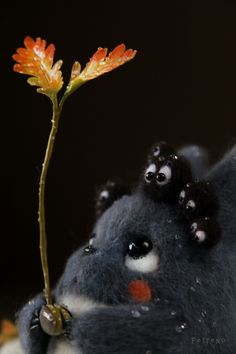 "Adorable felt doll of one of the mini Totoro with little felt soot sprites (susuwatari/ススワタリ) from the Studio Ghibli animated film, ""My Neighbor Totoro (となりのトトロ/Tonari no Totoro)"". Anime Yugioh, Manga Anime, Anime Body, Anime Pokemon, Film Anime, Art Manga, Art Anime, Anime Kunst, Art Studio Ghibli"
