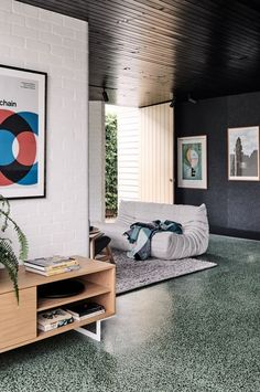 This modern and practical addition to an existing Californian bungalow in Brunswick West was from the outset an exercise in 'quality over quantity'. Interior House Colors, Modern Interior, Interior Architecture, Interior Design, Melbourne Architecture, Unique Home Decor, Cheap Home Decor, Terrazo Flooring, The Design Files