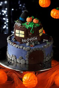Confetin Halloweenblogi Birthday Cake, Halloween, Desserts, Food, Tailgate Desserts, Deserts, Birthday Cakes, Essen, Postres