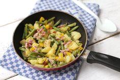 Voor deze lekkere sperziebonenschotel heb je maar één pan nodig. Houd je nou niet van sperziebonen? Kies dan bijvoorbeeld voor broccoli of bloemkool.
