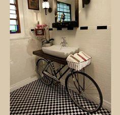 Decorar el baño con bicicleta reciclada