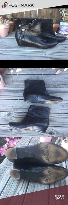 NINE WEST VINTAGE AMERICANA BLK ANKLE BOOTS SZ6.5 NINE WEST VINTAGE AMERICANA BLK ANKLE BOOTS SZ 6.5-BLACK LEATHER ZIPPER DETAIL- HIDDEN WEDGE- GOOD CONDITION Nine West Shoes Ankle Boots & Booties