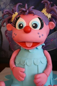 Abby Cadabby Cake.  OMY goodness!!! Maci would love this.  Wish I could do this or find someone to do it for me!!!