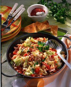 Unser beliebtes Rezept für Chinakohl-Tomaten-Pfanne und mehr als 55.000 weitere kostenlose Rezepte auf LECKER.de. Fruit Calories, Calories In Vegetables, Low Carb Vegetables, Veggies, Low Calories, Raw Vegan Recipes, Diet Recipes, Vegetarian Recipes, Healthy Recipes