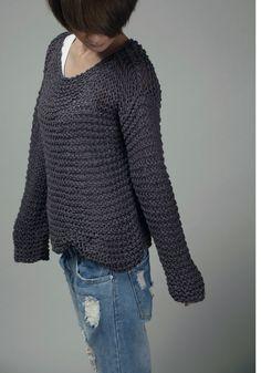 Eine perfekte Pullover für die kommenden Herbst / winter! Must-Have-Artikel für Ihre Garderobe! Es ist verwendet 100 % Öko Baumwollgarn in einem schönen Holzkohle Schatten. Die Ärmel sind extra lang (fast um Ihre Finger zu erreichen). Siehe Farbkarte für weitere Optionen anzuzeigen.