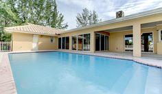 South Florida oversized pool and patio #StellarLifePoolside