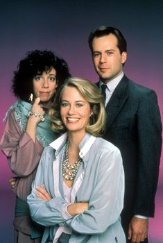 Moonlighting - Bruce Willis and Cybill Shepherd. Show. Great Tv Shows, Old Tv Shows, Movies And Tv Shows, Cybill Shepherd, Nostalgia, Moonlighting Tv Show, Moonlight Tv Series, Sean Leonard, Tv Vintage